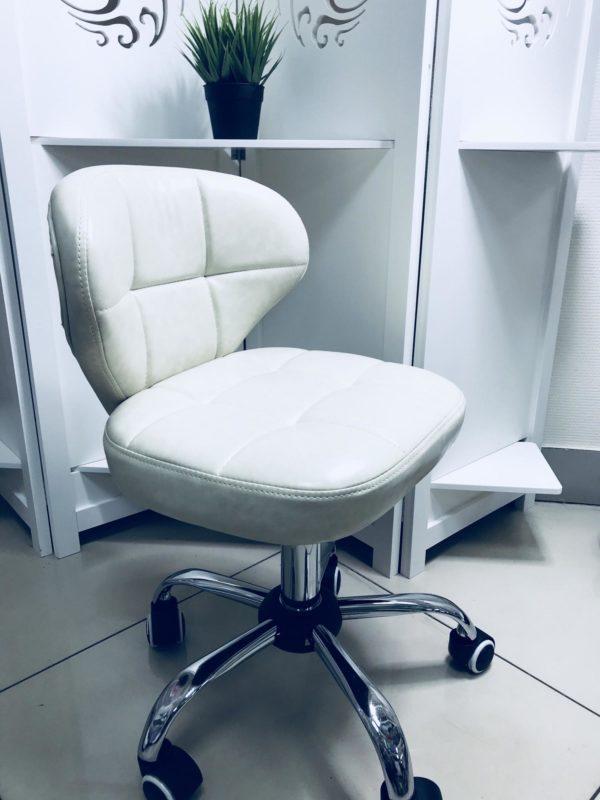 Очень мягкий и удобный как для мастера , так и для клиента