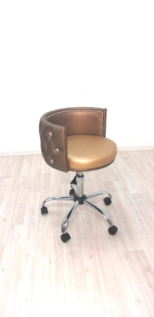 Кресло визажиста, стул для стилиста и парикмахера на колесиках